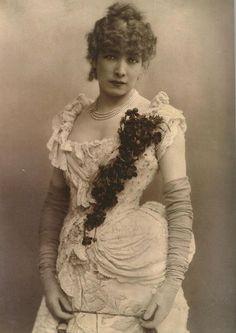 Sarah Bernhardt - robe belle époque