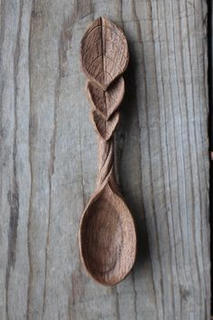 Leaf spoon carved from walnut! - Leaf spoon carved from walnut! Wooden Spoon Carving, Carved Spoons, Wood Spoon, Wood Carving Designs, Wood Carving Patterns, Dremel, Chip Carving, Wood Sculpture, Sculpture Ideas