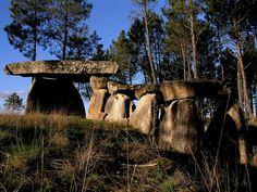 Dolmen at Penedo de Com at Penalva do Castelo, Portugal;  photo by CCDR (Centro / Região Centro de Portugal), via Flickr