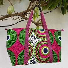 ues de la boutique #notabenecreations #conceptstore #ruelumiere #abidjan #waxprint #wax #pagneafricai Ankara Bags, Sac Week End, African Beauty, African Fabric, Afro, Creations, Tote Bag, Boutique, Dress