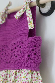 Rose Gardens and Crochet Dresses FREE pattern and making the dress tute, the little girl is just darling, Great blog, thanks so xox
