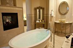 Adoni Bathtub in the gorgeous Della Terra Mountain Chateau