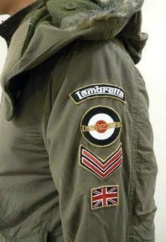 A green or black jacket with patches but with different ones that I pinned on this board Vespa, Mod Jacket, Fishtail Parka, Mod Scooter, Outfit Invierno, Camisa Polo, Youth Culture, Mod Fashion, Military Fashion
