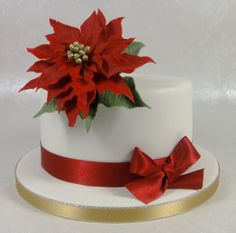 Poinsetta Christmas Cake 07917815712 www.fancycakesbylinda.co.uk www.facebook.com/fancycakeslinda