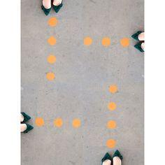 Meus caminhos confusos... (Bolinhas malignas...) My way confusing. #myway #confuso #perdida #geométrica #confusing #pés #feet  #foot #polkadots