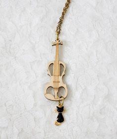 ご覧いただいて誠にありがとうございます。ウッド バイオリン チャーム 黒猫 ネックレスになります。大き目のウッドで制作されたバイオリンーチャームに黒猫チャーム... ハンドメイド、手作り、手仕事品の通販・販売・購入ならCreema。 Music Jewelry, Candle Sconces, Violin Quotes, Personalized Items, Creema, Style, Handmade, Swag, Hand Made