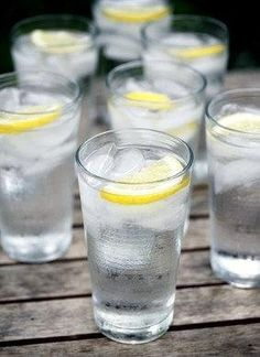 10 health benefits of drinking lemon water