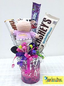 Globos, Flores y Fiestas (Chocolate Regalo Ideas) Mothers Cookies, Ideas Aniversario, Candy Bouquet, Ideas Para Fiestas, Candy Store, Unicorn Birthday Parties, Birthday Decorations, Craft Gifts, Gift Baskets