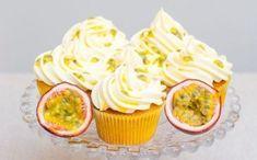 CUPCAKES con queso crema y maracuyá - Revista Eme - http://ve.emedemujer.com/saborexpress/recetas/cupcakes-con-queso-crema-y-maracuya/