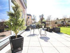 Endlich wieder draußen sitzen! Lust bekommen auf eine #Wohnung mit #Terrasse und #Garten? Einfach mal auf www.team-rauscher.at gustieren! Villa, Salzburg, Patio, Outdoor Decor, Home Decor, Terrace, Condominium, Town House, Detached House