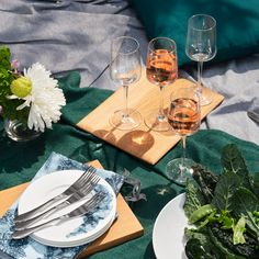 Build the perfect al fresco table with unique Carrol Boyes glass- and serveware collections. South African Artists, Serveware, Kitchen Utensils, Outdoor Dining, Fresco, Natural Beauty, Alcoholic Drinks, Healthy Living, Collections