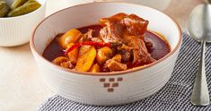 Brutális csülök-köröm pörkölt recept | Street Kitchen Bologna, Pot Roast, Ethnic Recipes, Kitchen, Food, Red Peppers, Carne Asada, Roast Beef, Cooking