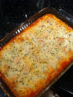 Richly Blessed: Baked Ravioli - It doesn't get any easier than this! The ravioli don't have to be cooked before they go in the oven. Ravioli Bake, Baked Ravioli, Pesto Ravioli, Ravioli Casserole, I Love Food, Good Food, Yummy Food, Easy Weeknight Meals, Quick Meals