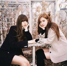 Kim Jennie, South Korean Girls, Korean Girl Groups, Foto Rose, Kim Jisoo, Girl Celebrities, Blackpink Photos, Cute Bikinis, Blackpink Lisa