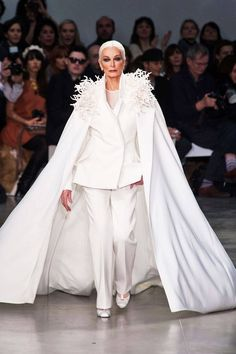 Spring 2013 Couture (81-year-old Carmen Dell'Orefice - the world's oldest working model)
