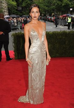 Camilla Belle in Ralph Lauren - amazing dress, but I'm not too sure about that lipstick....