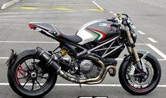 Ducati Monster 1100 EVO exhaust scarico auspuff   Ducati Mon…   Flickr Ducati 1100, Moto Ducati, Ducati Motorcycles, Vintage Motorcycles, Motorcycle Memes, Womens Motorcycle Helmets, Motorcycle Girls, Ducati Monster 1100 Evo, Cafe Bike