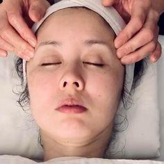 Skin Care Spa, Face Skin Care, Natural Skin Care, Glitter Makeup Looks, Makeup Pictorial, Face Yoga, Face Massage, Facial Treatment, Tips Belleza