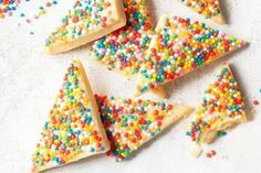 These fairy bread biscuits are the perfect party size for kids, and kids at heart. Easy Meals For Kids, Kids Meals, Vegetable Frittata, Fairy Bread, Apple Muffins, Australian Food, Chocolate Biscuits, Sausage Rolls, Weird Food