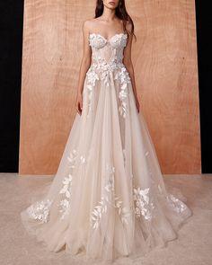Galia Lahav | Urban Love Story #galialahav #fashion #moda #dress #vestido #gown #weddingdress #whitedress #bride #bridal #vestidodenoiva #vestidobranco #whitegown