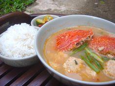 Bakwan Kepiting:  Crab (kepiting) and pork meatballs in a prawn/bamboo shoot stock.  Heaven . . .