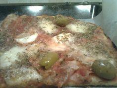 Ricetta: Pizza Pomodoro, Mozzarella, Prosciutto e Olive