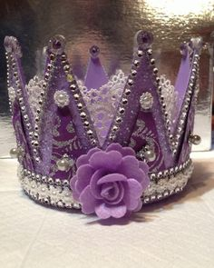 crown made with country crock margarine container Hat Crafts, Diy And Crafts, Crafts For Kids, Arts And Crafts, Paper Crafts, Lace Crowns, Tiaras And Crowns, Crown Centerpiece, Diy Crown