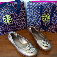 Tory Burch Gold Reva Flats EUC light gold Tory Burch Reva flats. Ever so slight sign of wear at the toe and on the sole. Versatile soft gold color (silver tint) goes with everything. Broken in and ready for a new home! Tory Burch Shoes Flats & Loafers