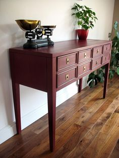 Here's a fantastic sideboard in an Annie Sloan colour that doesn't get mentioned as much as it should... 'Burgundy'. This just looks really classy - big thanks to Angela Harper for sharing this piece with us - inspirational!