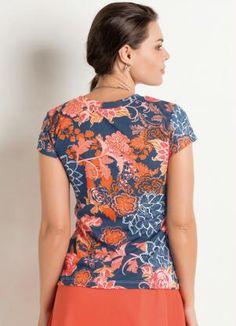 T-Shirt Floral com Decote V - Posthaus