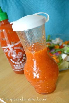 Sriracha Dressing homemade and spicy wonderful on any salad. This dressing will … Sriracha dressing homemade and spicy wonderful on every salad. This dressing makes every salad a star. similar to chipotle salad dressing. Low Carb Salad Dressing, Vinaigrette Salad Dressing, Salad Dressing Recipes, Salad Recipes, Healthy Recipes, Chipotle Dressing, Citrus Vinaigrette, Protein Recipes, Lunch Recipes