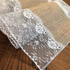 Shabby-Chic Burlap and Lace Table Runners! (with Bildungsniveau in Großbritannien Details about Shabby-Rustic-Chic Burlap and Lace Table Runners 14 inches wide Shabby Chic Kitchen, Shabby Chic Homes, Shabby Chic Style, Rustic Chic, Shabby Chic Decor, Rustic Table, Burlap Projects, Burlap Crafts, Burlap Decorations