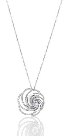 De Beers Aria necklace in white gold embellished with pavé diamonds surrounding a central brilliant-cut diamond.