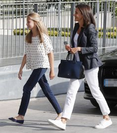 30 August 2019 - Queen Letizia and Crown Princess Leonor visit former King Juan Carlos at hospital in Pozuelo de Alarcon 50 Fashion, Royal Fashion, Kids Fashion, Casual Winter Outfits, Stylish Outfits, Kids Outfits, Vestidos Carolina Herrera, Jessica Jung Fashion, Style Icons Inspiration