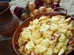 Carbonara burgonya, egy valódi különlegesség, amivel a legjobb éttermek finomságai se vehetik fel a versenyt! - Bidista.com - A TippLista! Potatoes Au Gratin, Cheesy Potatoes, Potato Dishes, Potato Recipes, Pistolettes Recipe, Recipes Using Flour, Fried Bread Recipe, Tartiflette Recipe, Avocado Salad Recipes