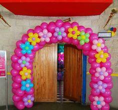 arco de globos en forma de flor