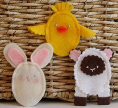 Easter Felt Finger Puppets. I would've loved these when I was a child. Instead, my mother made a bunny head with long ears from the corner of her handkerchief. This amused me during a long sermon in church. Brilliant idea, Mom.