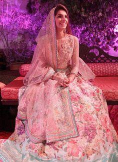 the gorgeous Pakistani actress Sanam Saeed at her wedding Valima ceremony