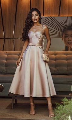 Fashion Tips Modest .Fashion Tips Modest Pretty Prom Dresses, Elegant Dresses, Cute Dresses, Beautiful Dresses, Formal Dresses, Formal Prom, Tea Length Bridesmaid Dresses, Champagne Bridesmaid Dresses, Wedding Dresses
