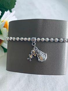 Pulsera recuerdo de la Virgen del Rocío. Hecha a mano. Materiales: acero. 2,99€ Metal, Bracelets, Silver, Jewelry, Steel, Souvenirs, Bangle Bracelets, Jewlery, Jewerly