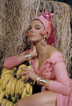 Joan CollinsLAST OF THE GLAMOUR GIRLS