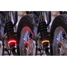 Feux stop et position LED avec clignotant intégrés. Universel! Se monte sur toutes motos! Se compose de deux bandes fléxible de 12cm de long et de deux boitiers qui permettent de faire clignoter les LED en Orange. A fixer où vous le souhaitez, serrage ultra rapide par collier. Mise à jour: ces feux font aussi STOP! prix de la paire: 79€