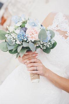 ANNA&LISA pure und emotionale Fotografie  Kooperation mit Art&Flower Braunschweig #wedding #annaundlisa #weddingflowers #brautstrauß #pastell #blau #vintage #fineart