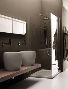 LAUFEN Allessi One    is een badkamerontwerp dat al jaren de woondesign wereld heeft betoverd: Het wordt gekenmerkt door een tijdloze vorm, sprankelende fantasie en een vleugje excentriciteit. Dit design award winnende ensemble is de creatie van de Italiaanse sterontwerper, Stefano Giovannoni.    De keramische elementen van een badkamer worden beschouwd als de stijlbepalers van de badkamer - in het geval van ILBAGNOALESSI One spelen zij een unieke dominante rol in het badkamerontwerp.
