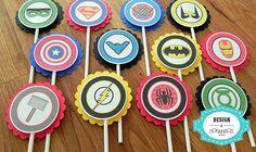 Topper para docinhos com tema Super-Herois    Produzido em papel color plus especial    Palito incluso    Fazemos com todos os super-heróis    TOPPER + FORMINHA P/ DOCINHOS : R$1,35