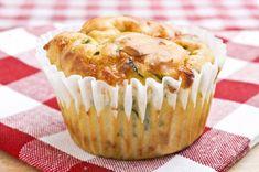 hartige muffin met geitenkaas en zongedroogde tomaatjes of olijven.