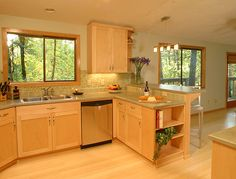 Light Maple Kitchen Cabinets | Light maple cabinets (photo below) combined with a lighter bamboo ...