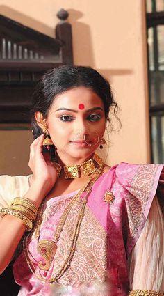 Indian ethnic Fashion I Indian Wedding Bride, Bengali Wedding, Indian Bridal, Indian Silk Sarees, Indian Beauty Saree, Bengali Jewellery, Bridal Jewellery, Bengali Bride, Exotic Beauties