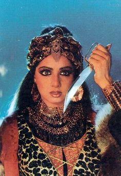 Sridevi in Khuda Gawah Vintage Bollywood, Shahrukh Khan And Kajol, Aishwarya Rai Photo, Vintage India, Brown Girl, Bollywood Stars, Beautiful Indian Actress, Indian Bridal, My Beauty
