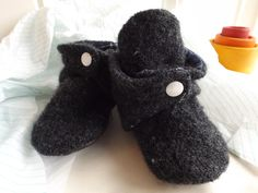 DIY Baby Snap Booties--Sew your own 12 month baby shoes that don't fall off. Free Pattern and Tutorial. | stitchesandsunflowers.com